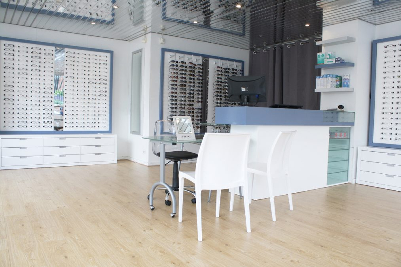 Agencement de boutique d'optique et mobilier pour opticien