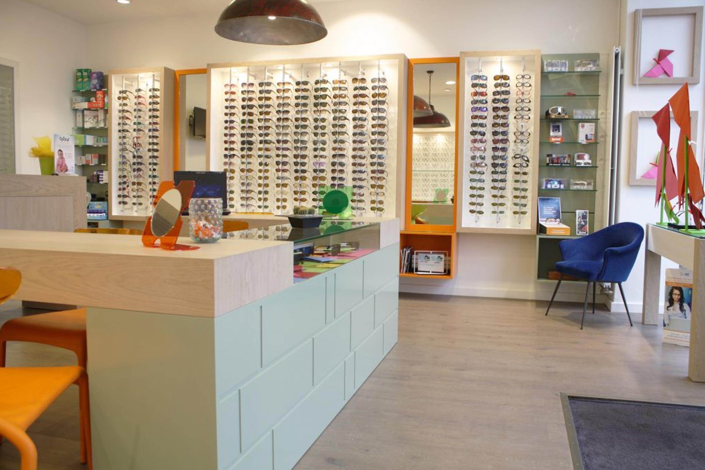 Agencement de magasin d'optique et meuble pour opticien
