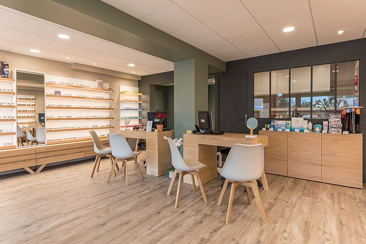 Mobilier pour opticien à Le Cannet, agencement de boutique d'optique par Optic Design