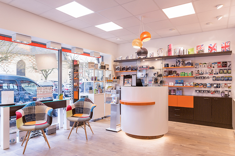 Mobilier pour opticiens à Grandvilliers, agencement de magasin d'optique par Optic Design