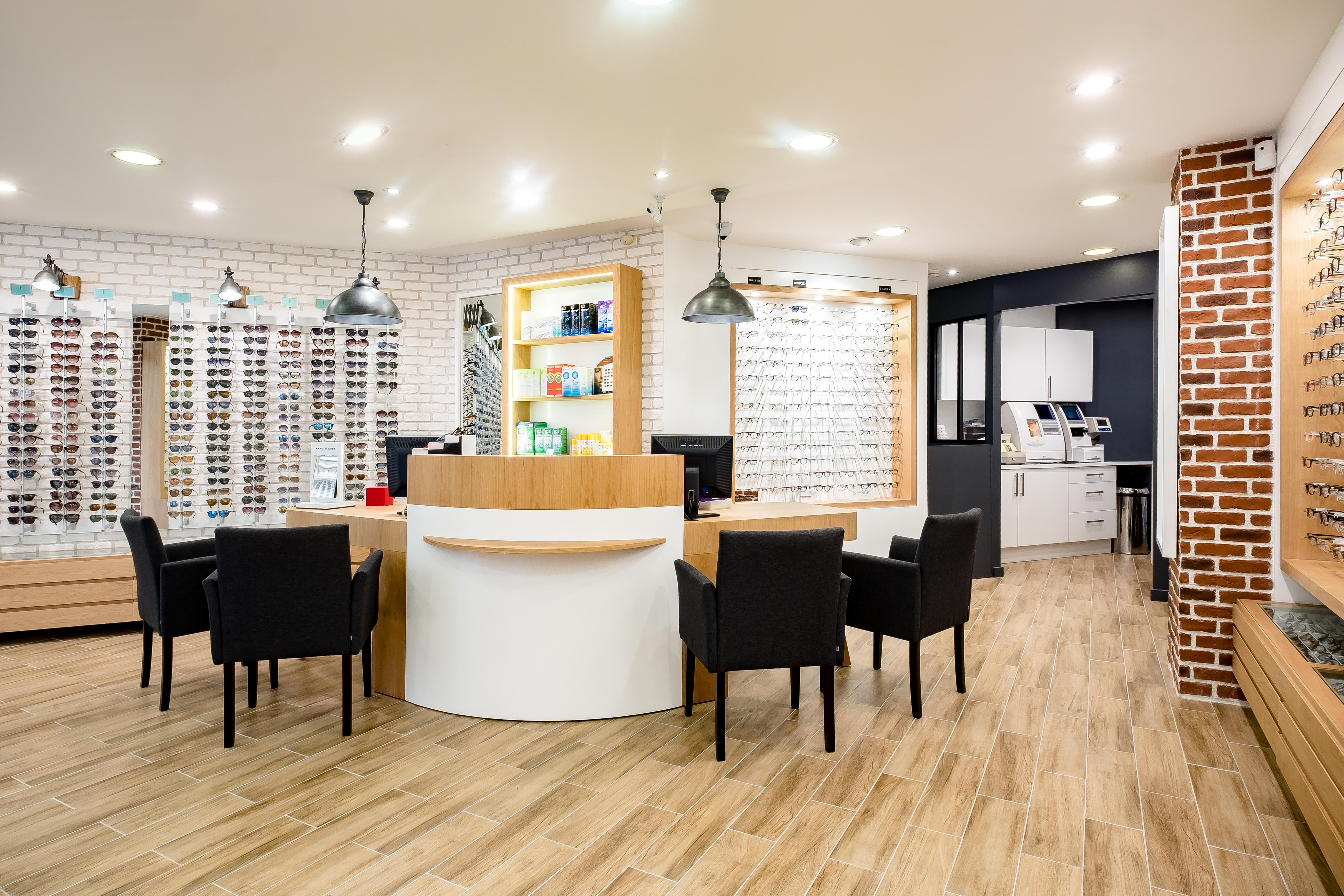 Agencement de boutique d'opticien et mobilier d'optique